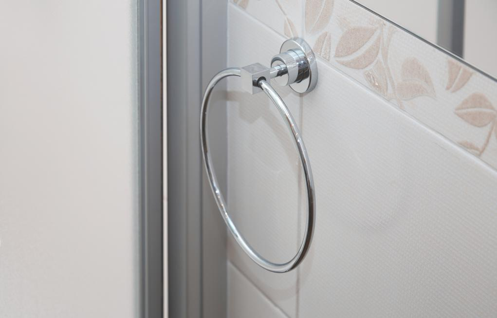 http://streaming.yayimages.com/images/photographer/novic/6aec02e39e00e954cb2eef61e7d0020e/towel-holder-in-bathroom.jpg