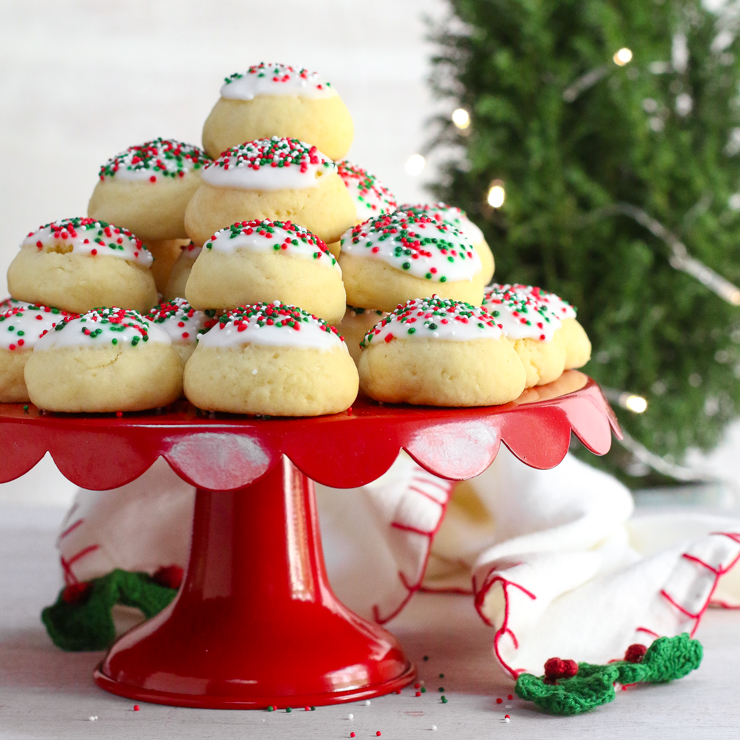 5 Traditional Italian Christmas Cookies and Cakes You Must Try
