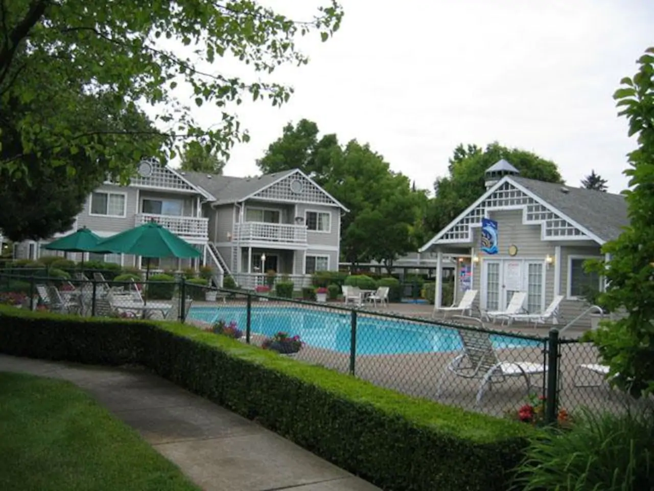 Airbnb Medford OR - Meadowood Townhomes With Pool In East Medford