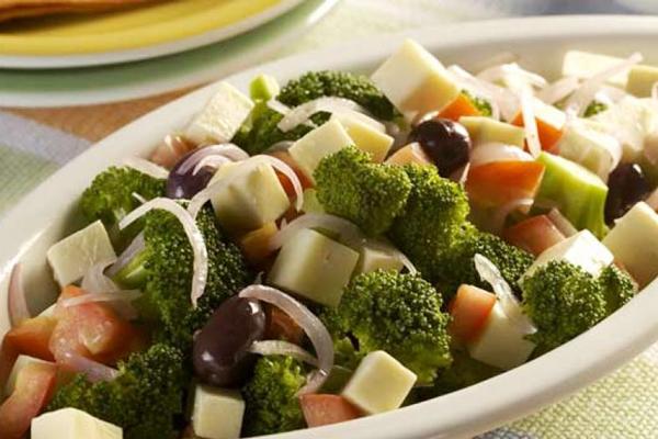 Salada de Brócolis com Queijo