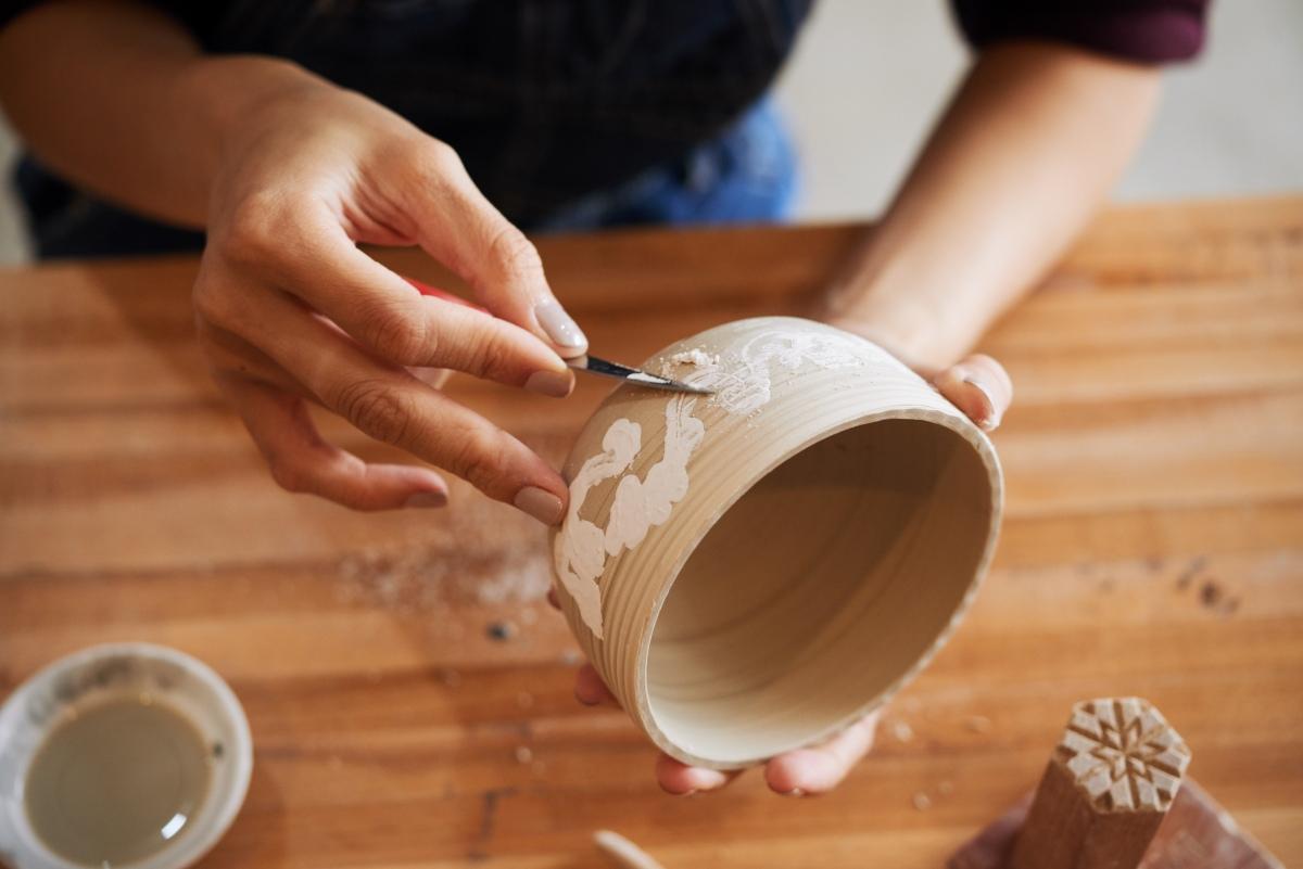 Redes sociais podem ser bons canais para quem quer começar a colocar artesanato para vender na internet. (foto: FreePik)