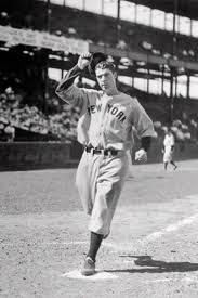 Foto en blanco y negro de un hombre con un guante de béisbol  Descripción generada automáticamente