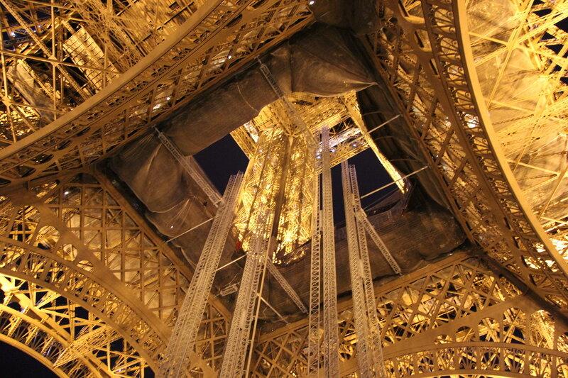 Эйфелева башня внутри