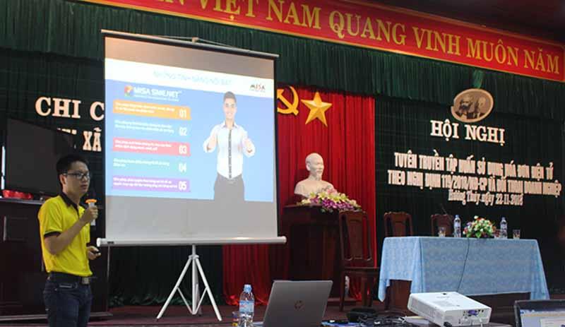 Anh Bùi Tuấn An đang chia sẻ về bộ công cụ hỗ trợ doanh nghiệp đáp ứng Nghị định 119/2018/NĐ-CP của MISA
