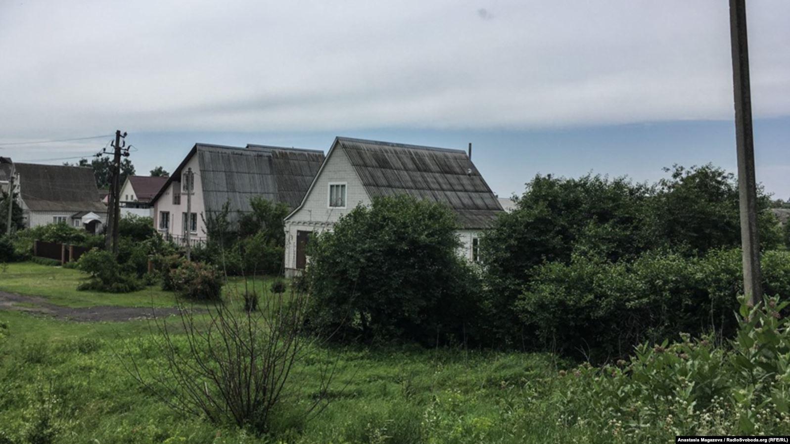 Найближчий будинок на фото – там, де перебували патрульні поліцейські 31 травня