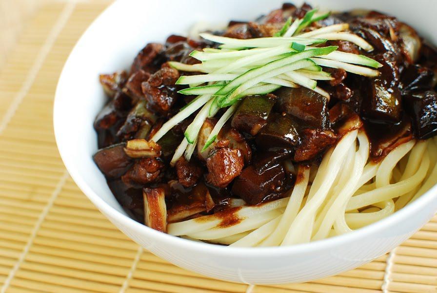 D:Hướng dẫn cách làm mì tương đen chuẩn Hàn Quốccach-lam-mi-tuong-den-han-quoc-ngon-1.jpg