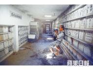 劉博智曾數次深入古巴華人公墓拍攝散落的遺骨,還幾次幫助朋友們尋回祖先骨殖。