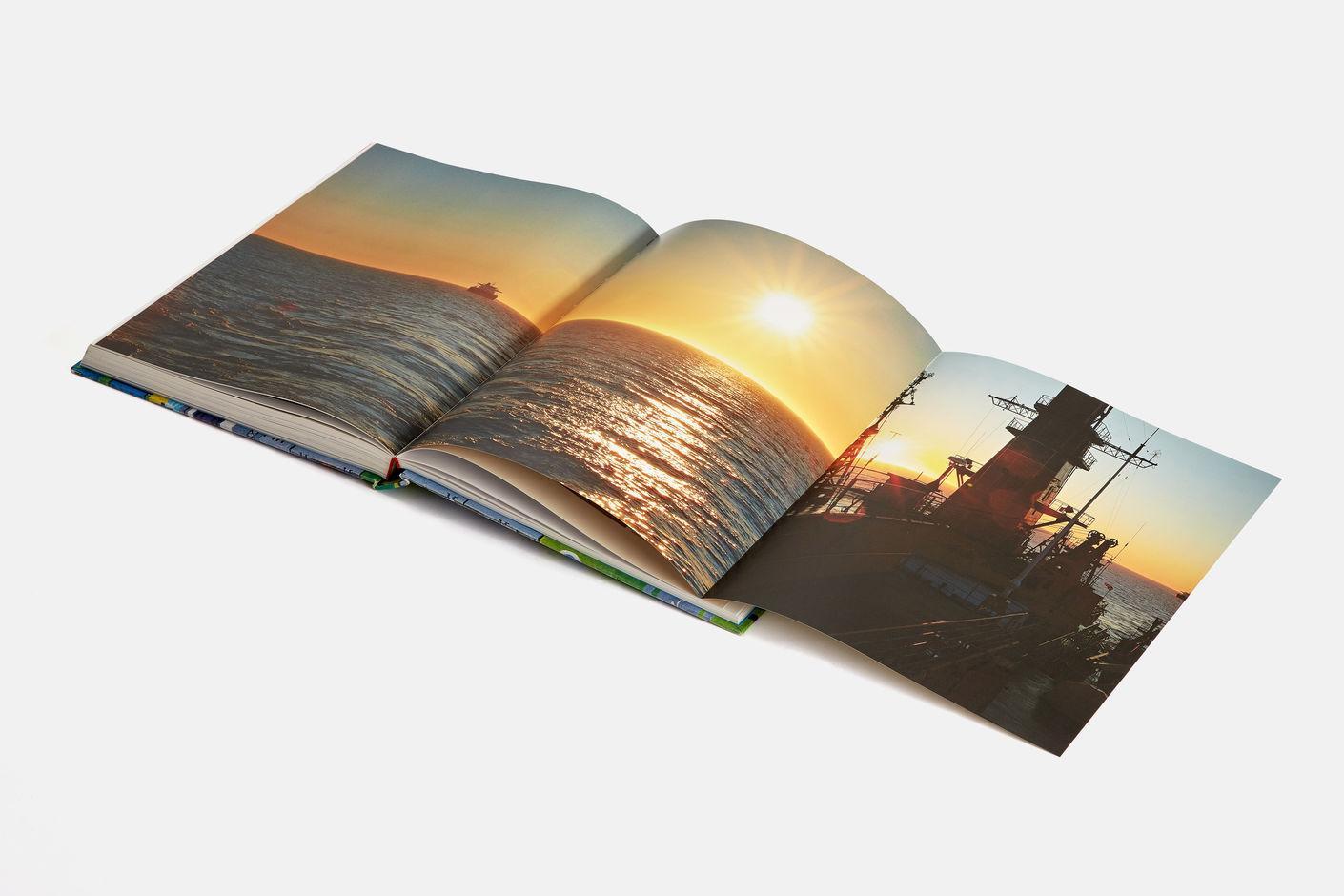 C:\Users\Olga\Desktop\ВШЭ\Школа_дизайна\Картинки_сайт\Шапки для ФБ\Издание книг о компании2.jpg