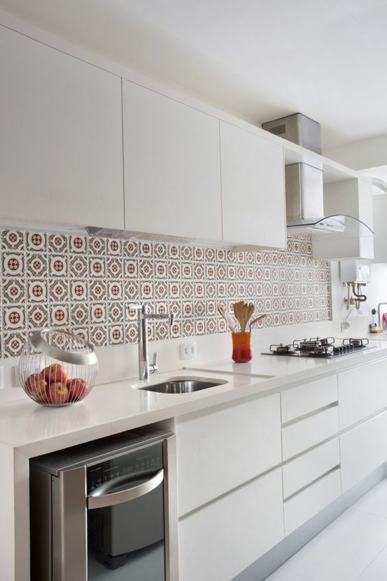 ladrilho hidráulico na parede da cozinha