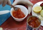добавьте консервированные томаты