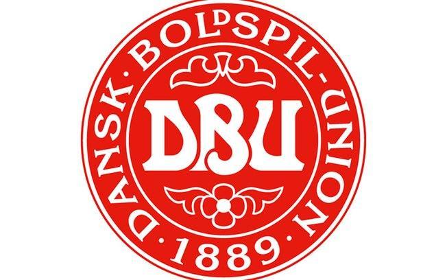 O escudo oficial da seleção dinamarquesa de futebol