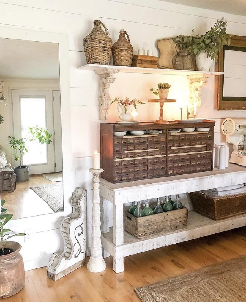 Kayu digunakan sebagai material utama interior - source: instagram.com/becky.cunningham/home