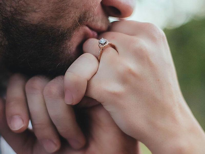 hand-kiss