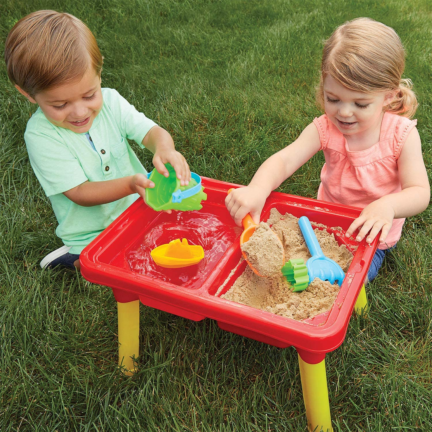 water and sand game in water table