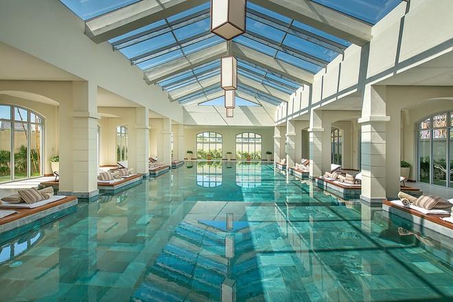 Bể bơi tại Maia Spa của FLC Luxury Resort Samson
