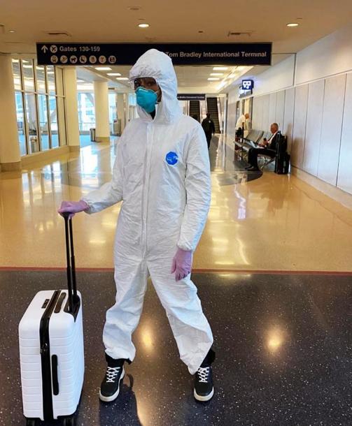 Dùng quần áo bảo hộ y tế kết hợp khẩu trang nhựa trong suốt khi cần