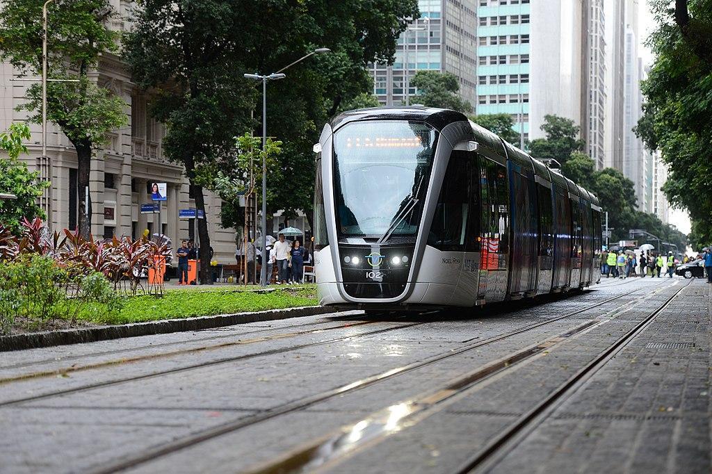 Viagem inaugural do VLT carioca 03.jpg