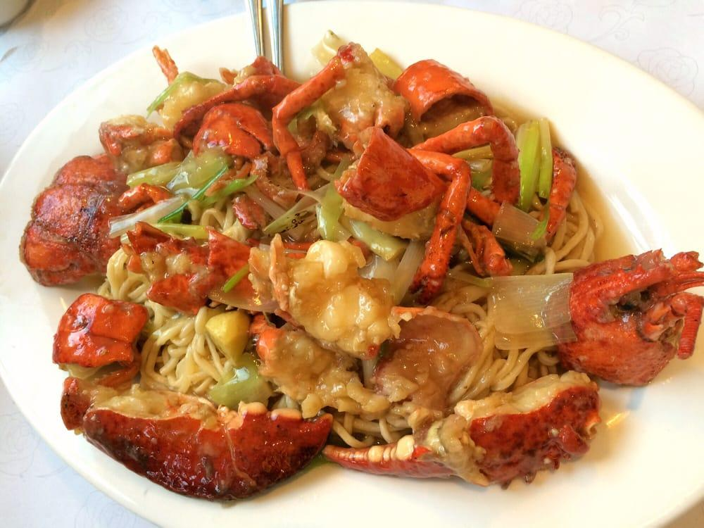 Photo of Bay Fung Tong Tea House Restaurant - Oakland, CA, United States. Lobster lo mein