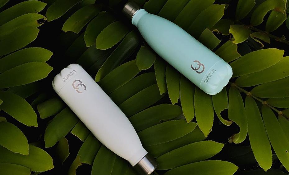 Bottles with UV sterilization crazycaps