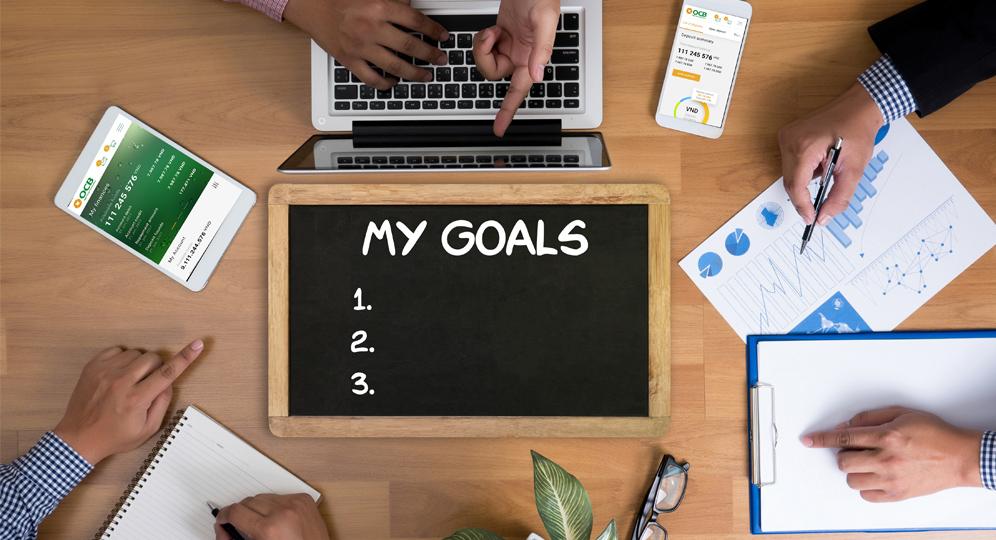Đặt mục tiêu tài chính một cách thiết thực, không vượt quá khả năng của bản thân