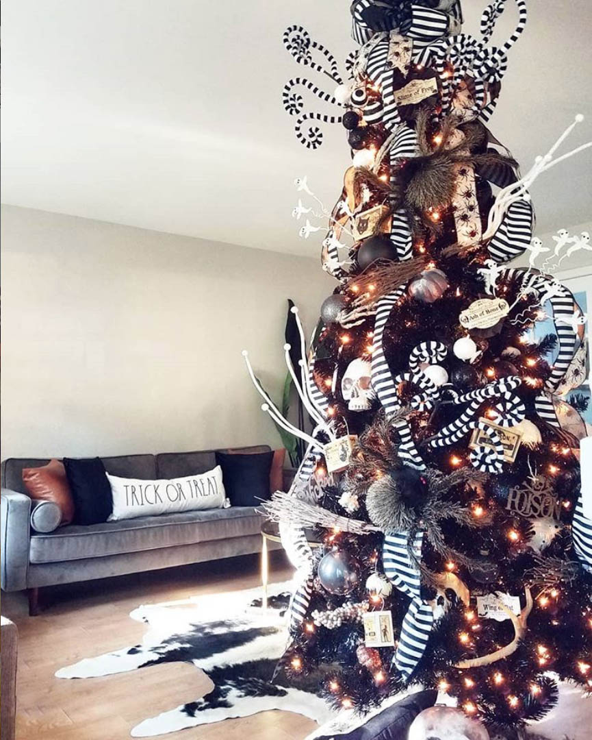 Black and White Halloween Tree