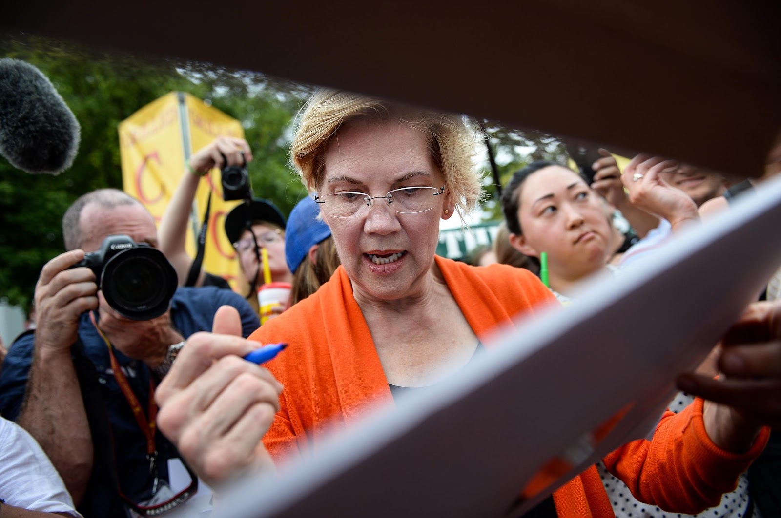 Elizabeth Warren and other Democratic presidential hopefuls say the economy is only working for the rich. But a majority of voters would disagree, Winston writes. (Caroline Brehman/CQ Roll Call file photo)