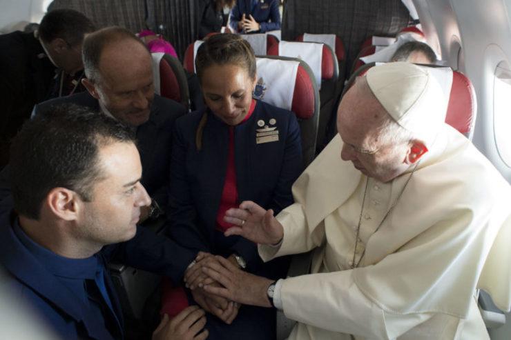 Chile: Đức Thánh Cha làm phép hôn phối trên máy bay