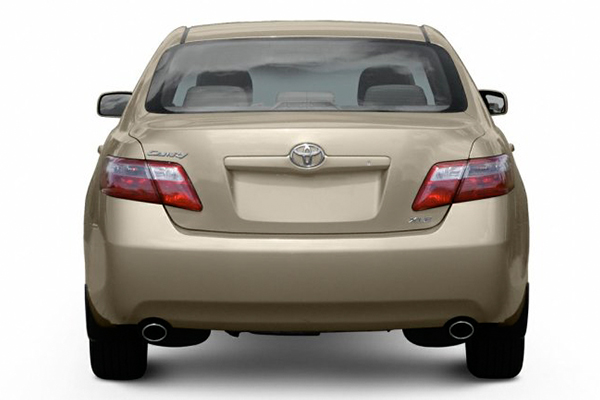 rear-end-of-the-Toyota-Camry-2007