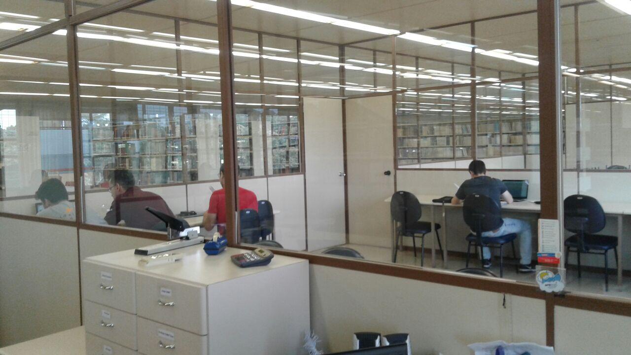 sala-estudo-refrigerada-piso-4-com-usuarios