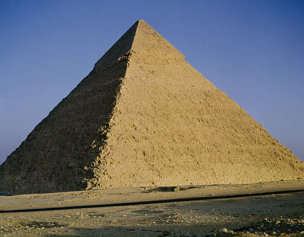 Image of Pyramid of Khafre (2520-2494 BC) c.2589-30 BC (photo), One of the three famous pyramids of Gizeh; Egyptian 4th Dynasty (c.2613-2498 BC) / Egyptian, Giza (El Gizeh), Cairo, Egypt, © Bridgeman Images