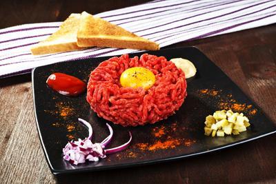 Thưởng thức món bò mới lạ   Thưởng thức thịt bò sống   Lạ miệng với thịt bò  sống