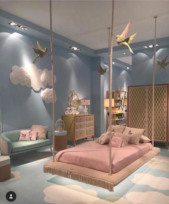 Phòng ngủ thiết kế đẹp với giường treo và họa tiết mây