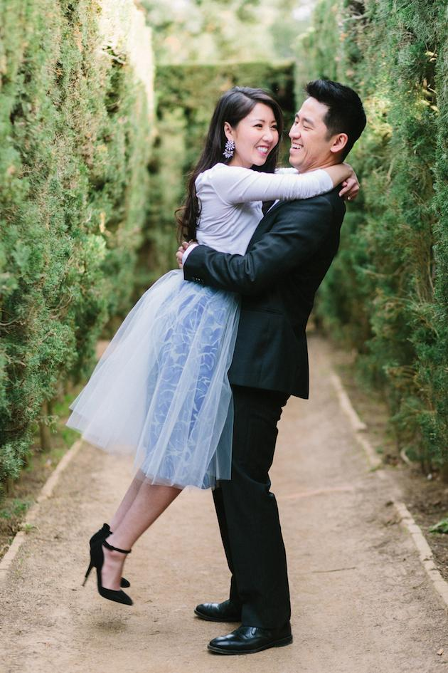 20-Non-Cheesy-Poses-for-Your-Engagement-Shoot-Bridal-Musings-Wedding-Blog-9