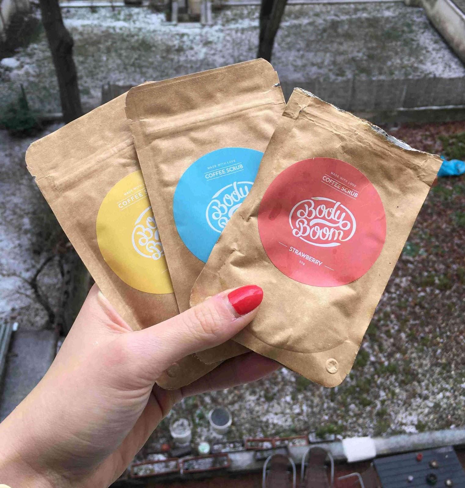 Recenze Riano: Kávový peeling BodyBoom s vůní čokolády, kokosu, jahod, banánu