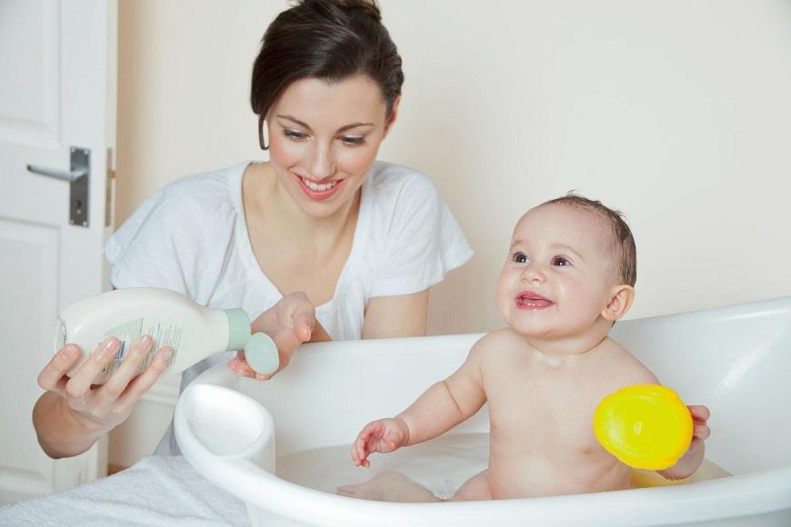 Chú ý thời điểm tắm cho trẻ