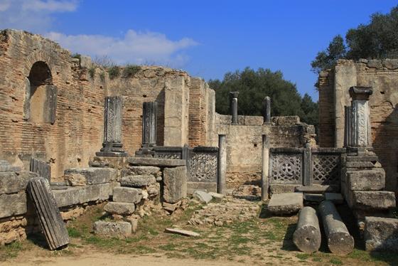 http://www.visitgreece.gr/deployedFiles/StaticFiles/Photos/Generic%20Contents/Arxaiologikoi_xwroi/Feidias_palaiochristian_basilica_560.jpg