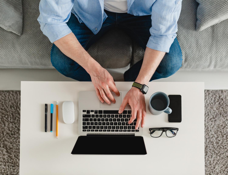 Desenhar uma política de home office clara evita conflitos e contribui para a produtividade (Imagem: Mary Markevich/Freepik)