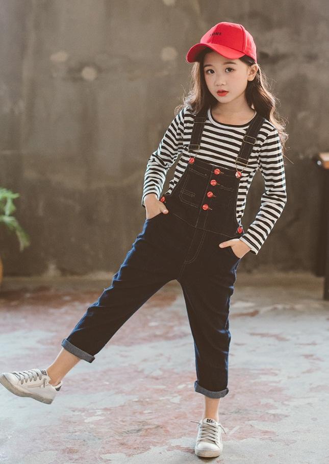 spodnie ogrodniczki jeansowe z dziurami dla dziewczynki6