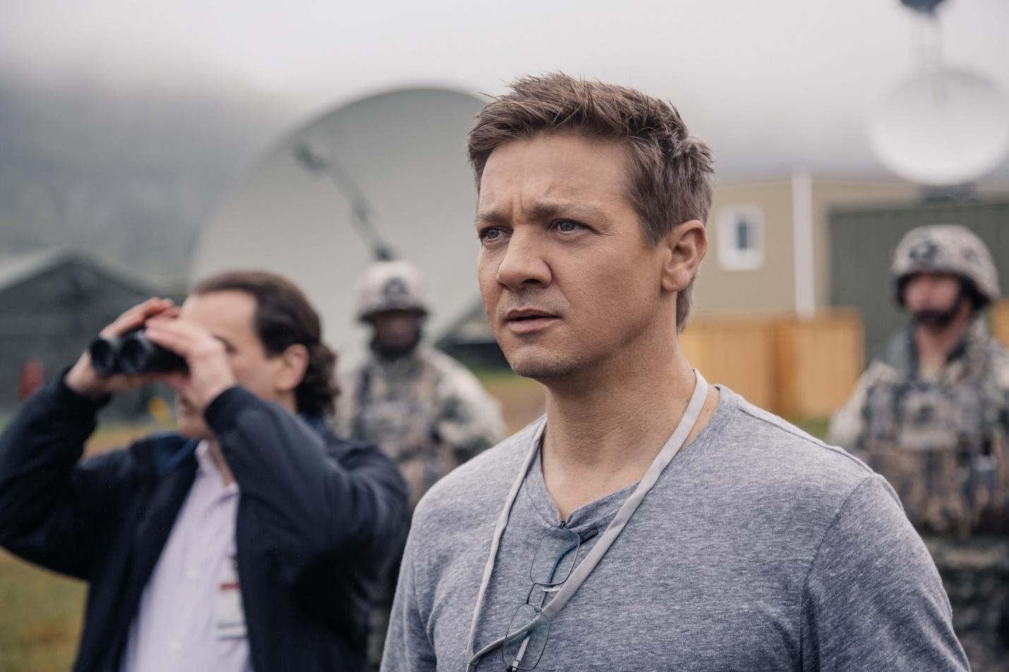 http://www.blastr.com/sites/blastr/files/Arrival-Jeremy-Renner_0.jpg