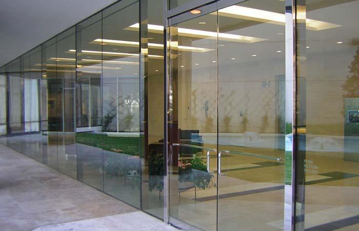 Cửa kính cường lực 35- Các mẫu cửa kính cường lực đẹp