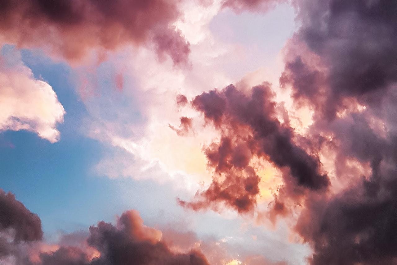 Des nuages bleus et rose